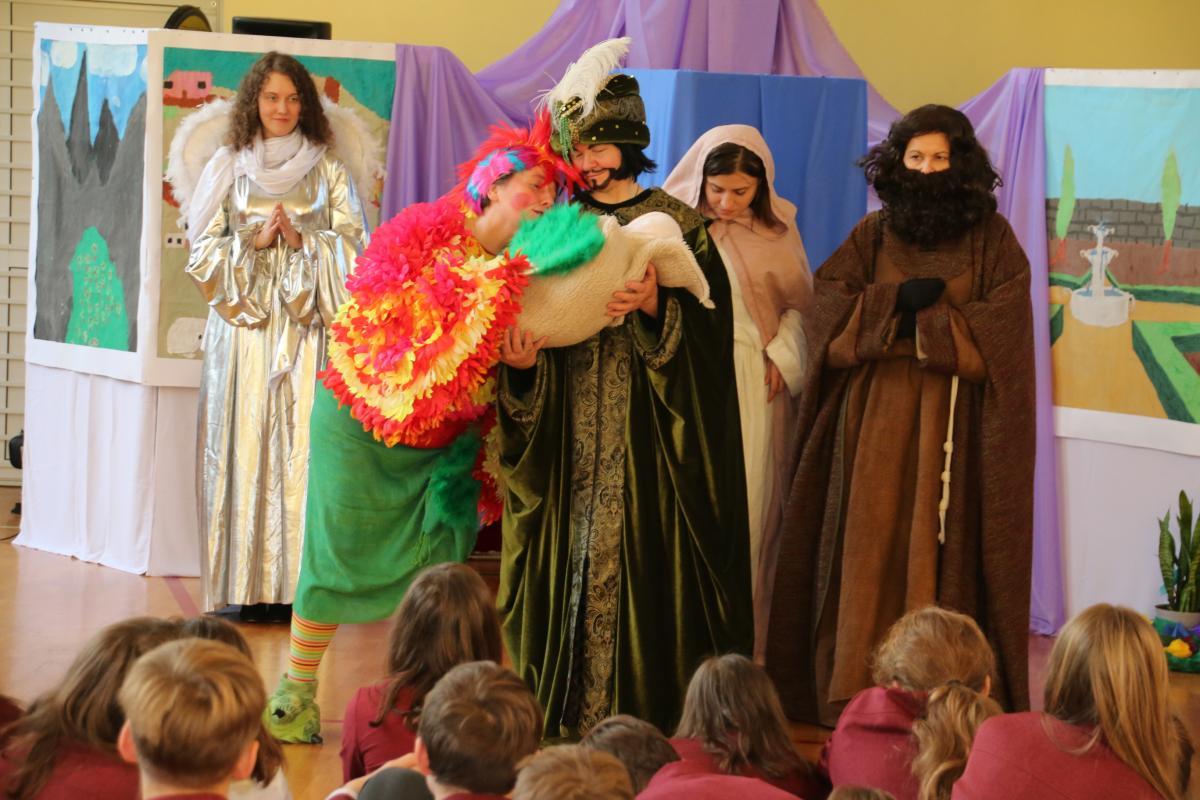 Jasełka w wykonaniu uczniów i nauczycieli - zdjęcie 1