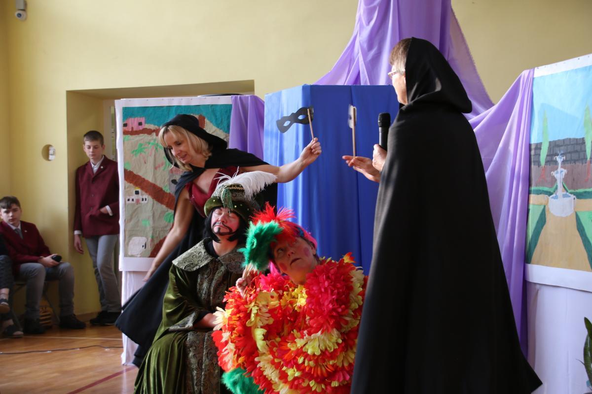 Jasełka w wykonaniu uczniów i nauczycieli - zdjęcie 10
