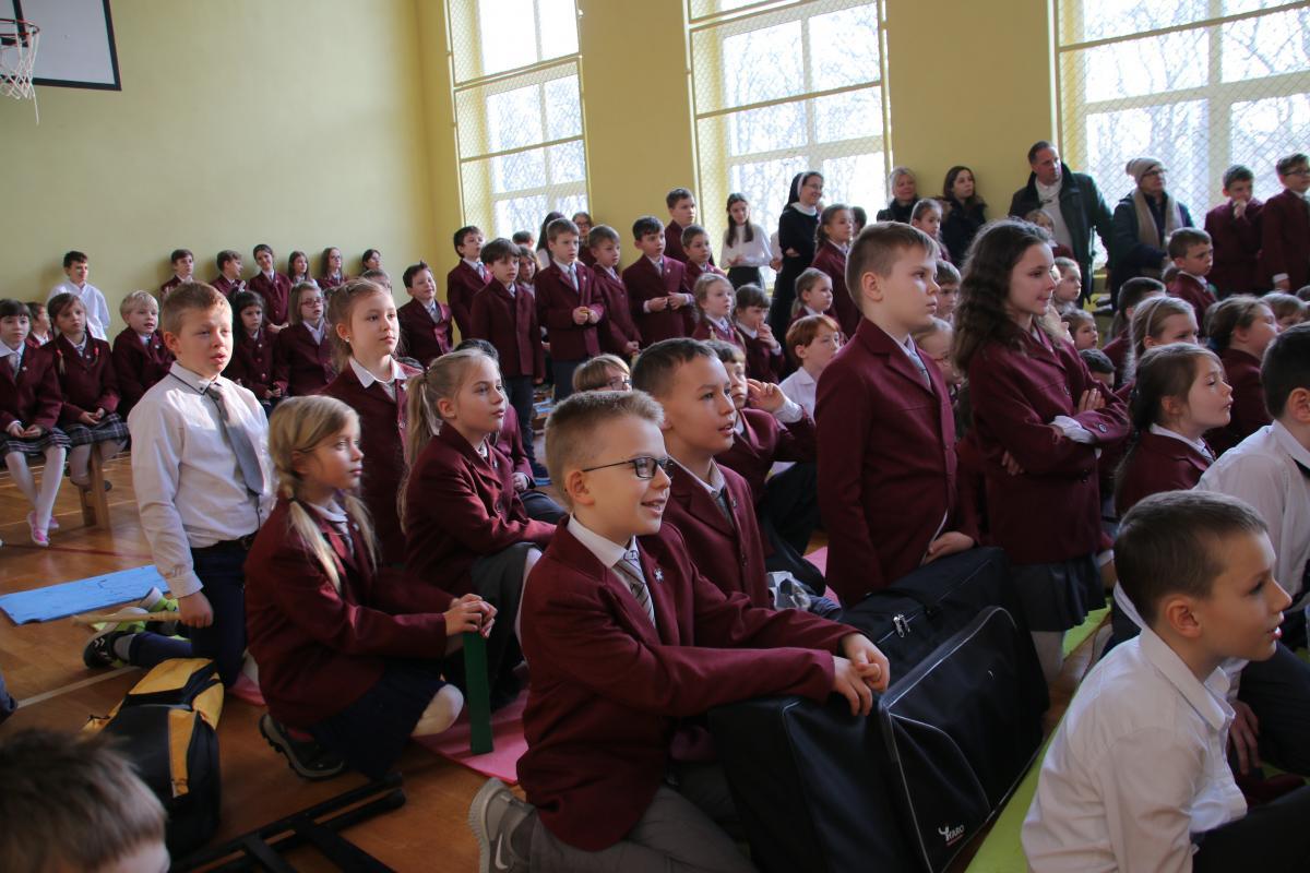 Jasełka w wykonaniu uczniów i nauczycieli - zdjęcie 15