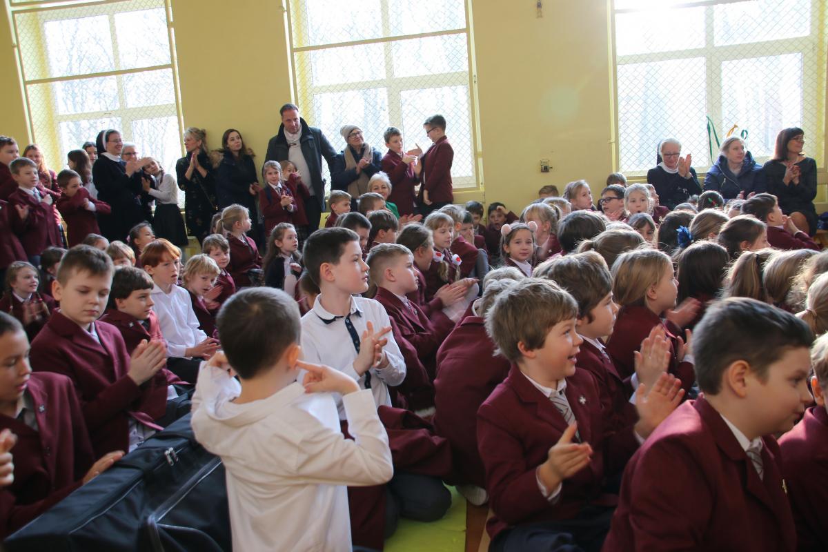 Jasełka w wykonaniu uczniów i nauczycieli - zdjęcie 19