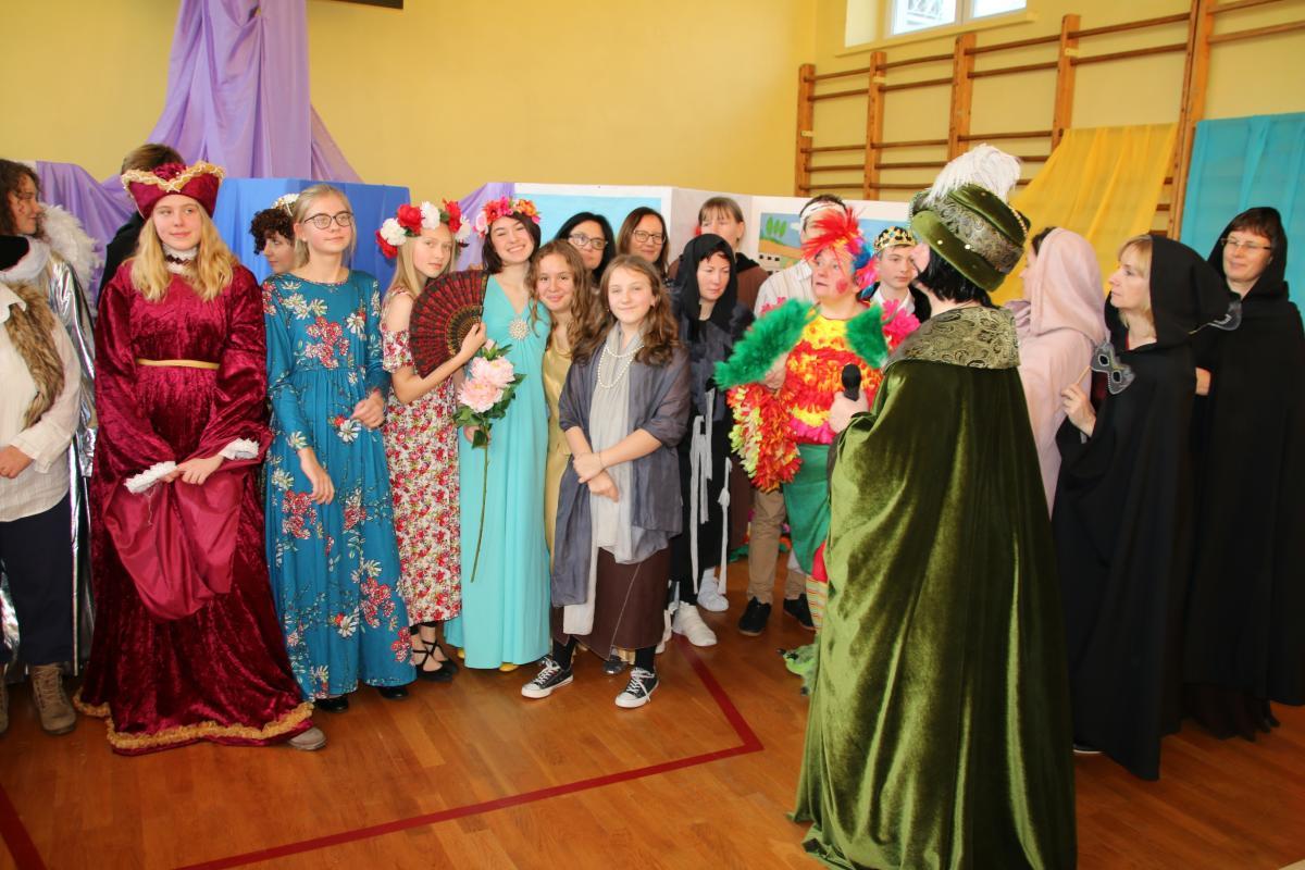 Jasełka w wykonaniu uczniów i nauczycieli - zdjęcie 36