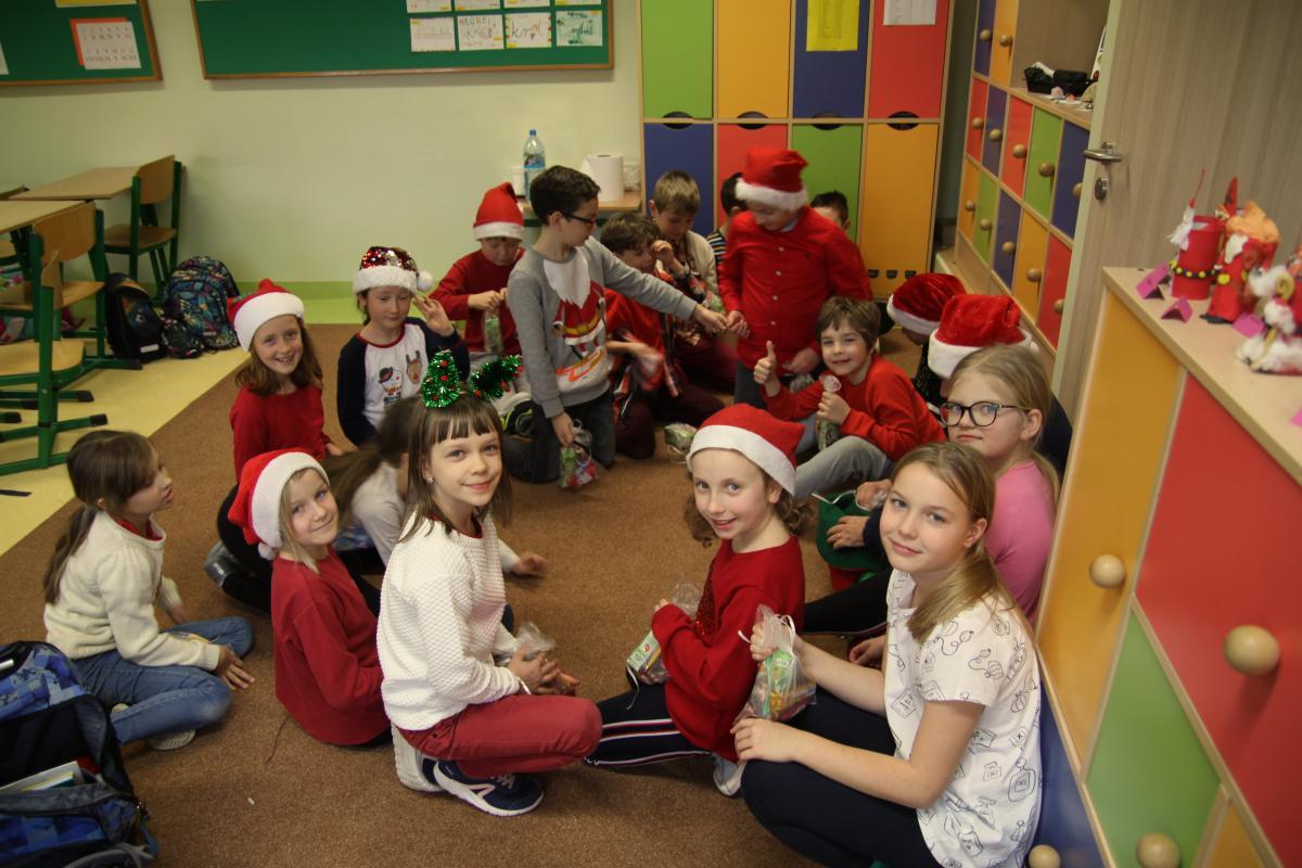 Mikołajki w naszej Szkole - zdjęcie 13